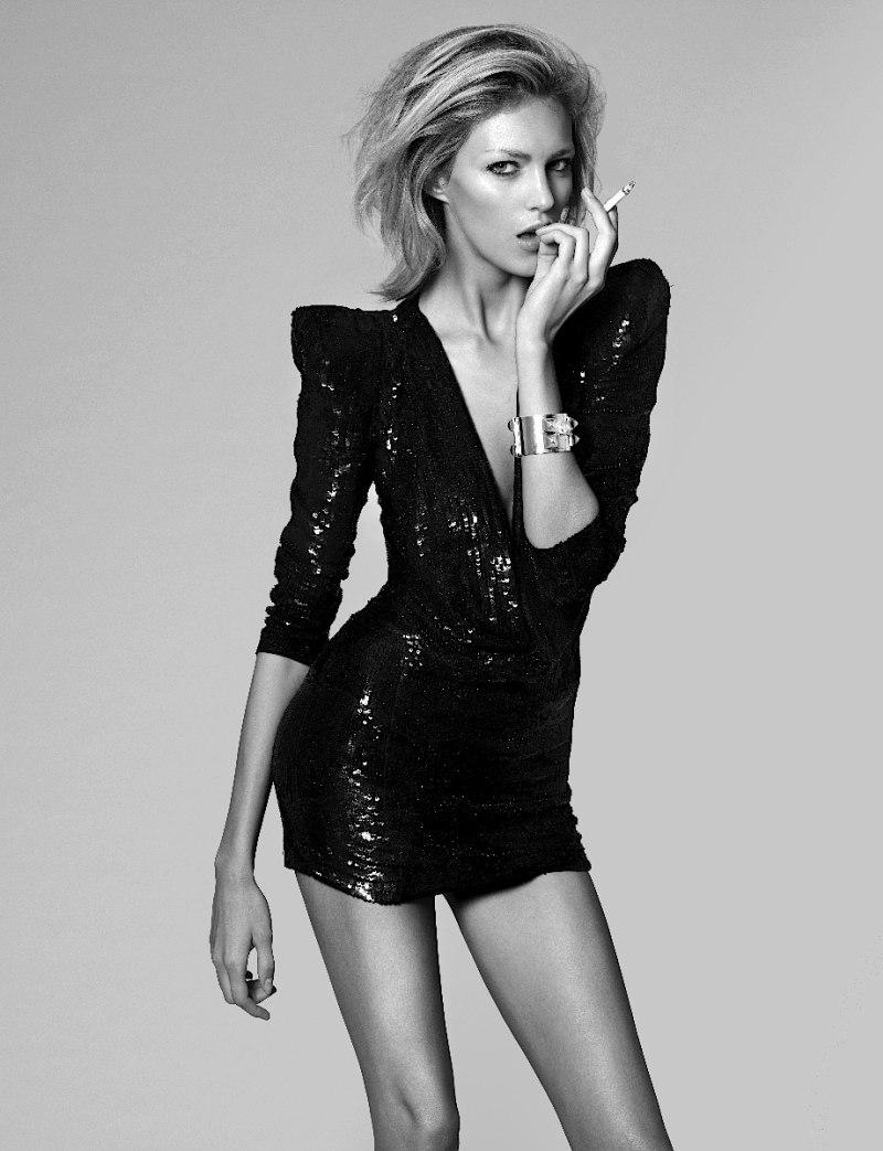Anja Rubik short wedding dress