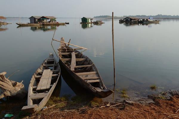 меконг река лодки дома на плаву камбоджа
