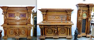Мебельный гарнитур ок.1900 г. Буфет, кабинет, напольные часы, обеденный стол, восемь стульев, круглый столик, комод со стеклом, резные перекладины для лестницы. 66000 евро.