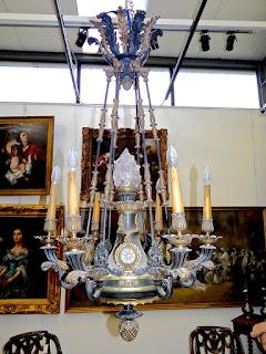 Красивая люстра из бронзы в стиле ампир. 19-й век. Бронза, патина, позолота. 130/60 см. 13500 евро.