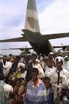 עולים מאתיופיה יוצאים ממטוס ההרקולס שהביאם ארצה - מבצע שלמה