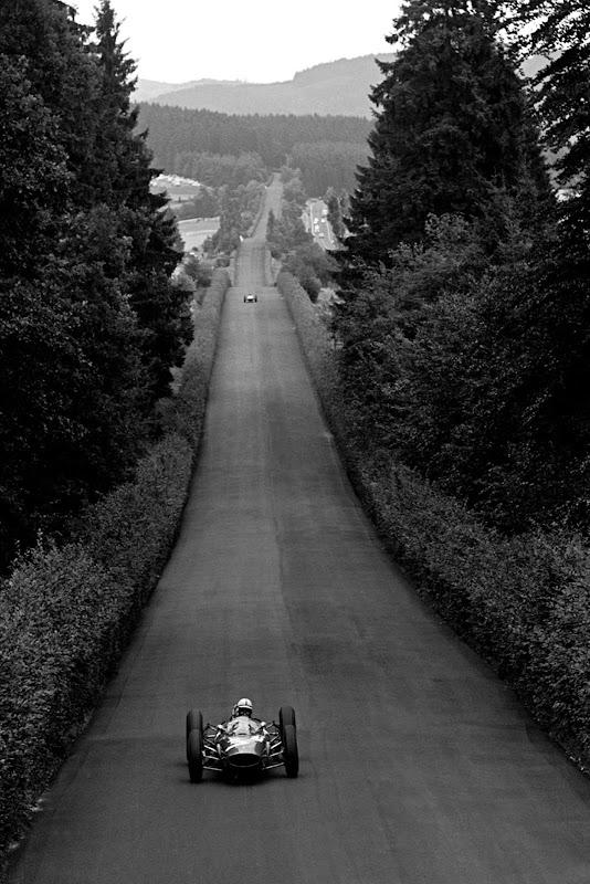 Джон Сертис за рулем Ferrari на северной петле Нюрбургринга на Гран-при Германии 1963