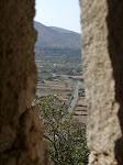 Blick aus der Schießscharte ins Tal / Вид из бойницы на долину