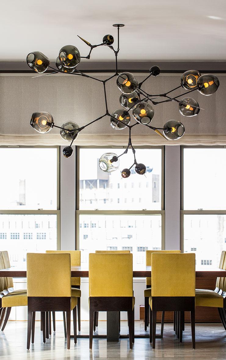 Salas Amarelas Sala Pequena E Descolada Bege Loft Constant Motion  -> Lustres Chiques Para Sala De Jantar
