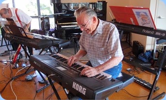 Roy Steen setting-up his new Korg Pa300. Photo courtesy of Dennis Lyons.