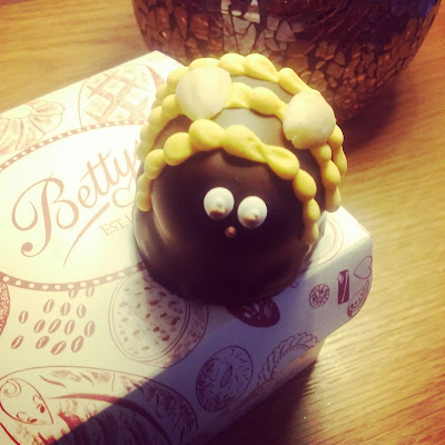 Betty's bumblebee cake