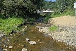 U ústí Dalovcického potoka naleznete ceduli vodácke stezky a restuaraci.