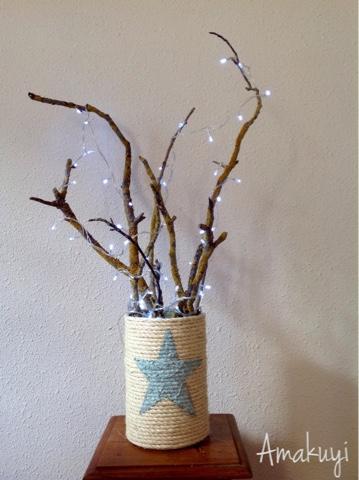 Árbol-ramas-secas-lata-cuerda-luces-estrella-chalk-paint