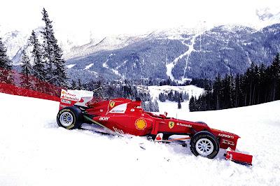 болид Ferrari на снежных склонах на Wrooom 2013