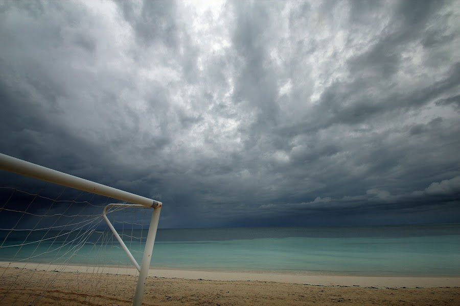 at the edge of the world by Brut Carniollus - Landscapes Beaches ( clouds, beach, storm, cuba,  )