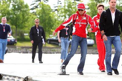 Фелипе Масса перед фотоаппаратом на Гран-при Канады 2012