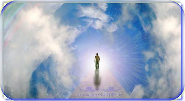 Krocz w swietle schodami do Boga - powrot do Domu