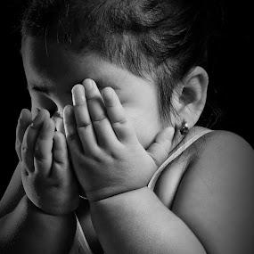 Daddy I'm scared! by Micoy Ausa - Babies & Children Children Candids