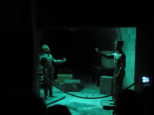 Bilde av figurer av to menn som prater