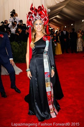 Sarah Jessica Parker in Custom H&M with Philip Treacy headdress