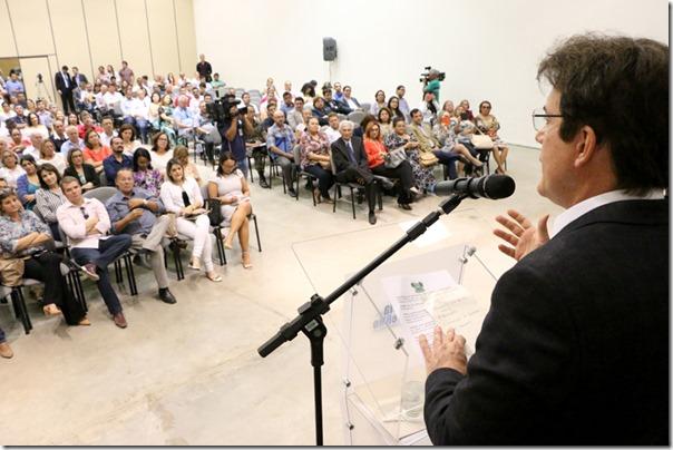 Reunio Microcefalia_Demis Roussos (7)