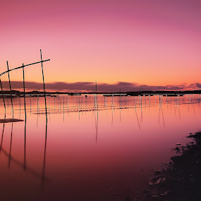 Red dawn by Hiro Ytwo - Landscapes Waterscapes ( reflection, dawn, red, sea, pwcredscapes )