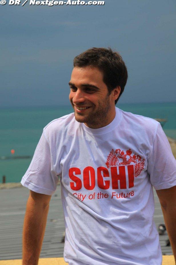 Жером Д'Амброзио в футболке Сочи - Город Будущего на заездах в Сочи 2011