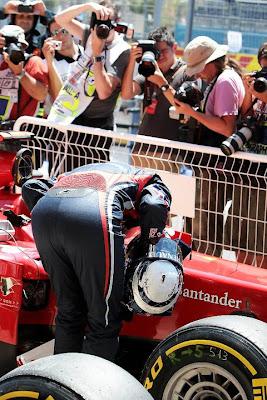 Себастьян Феттель шпионит за Феррари на Гран-при Европы 2011