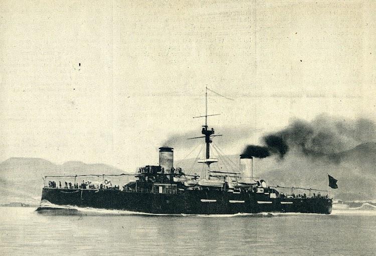 Pruebas de mar del CRISTOBAL COLON. Todavía sin la artillería principal, y faltando también dos piezas de 6 pulgadas. De Le Yacht. Año 1897.jpg