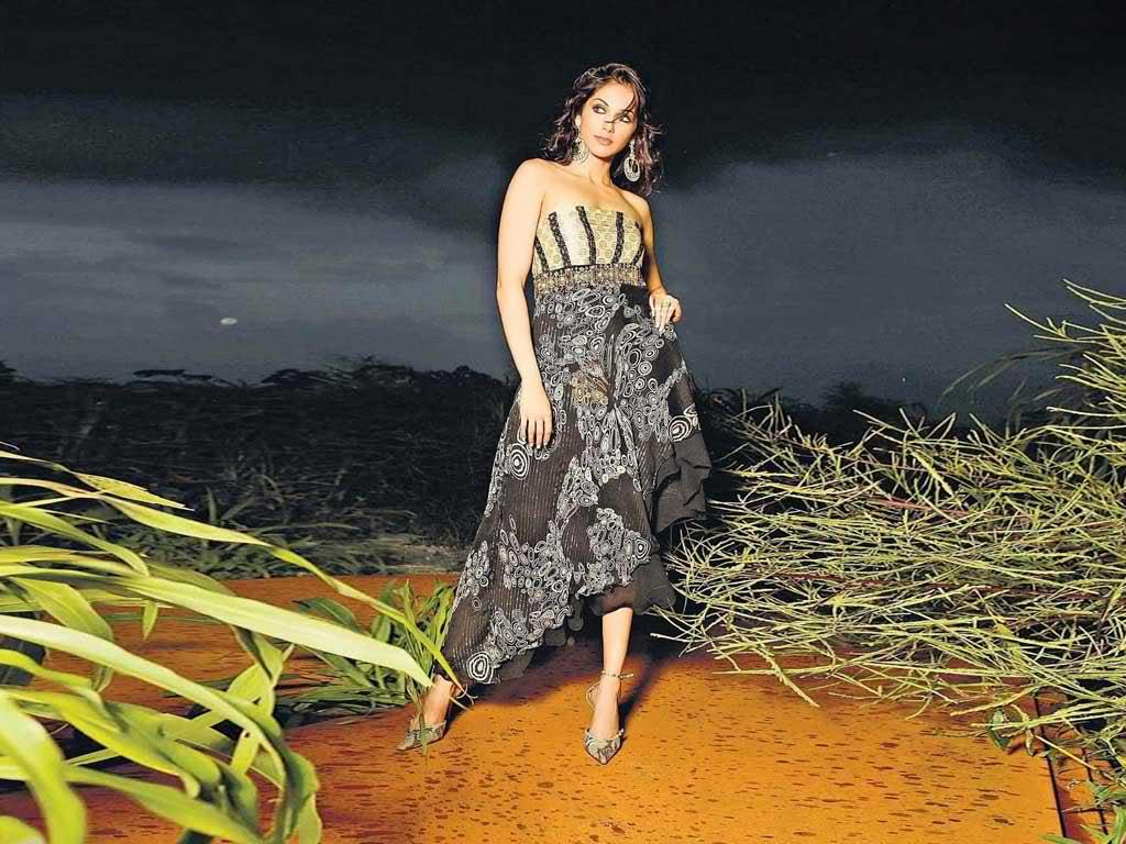 Bollywood  Item Girl Isha Koppikar