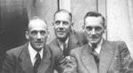 Op de foto ziet u van rechts naar links de 3 zoons van Martinus Frederik Serné (1876-1942):  Frederik Martinus Wilhelmus Serné (1899-1959) zilversmid Martinus Frederik Serné (1911-1981) Wilhelmus Hendrikus Anthonius Serné (1915-1970)