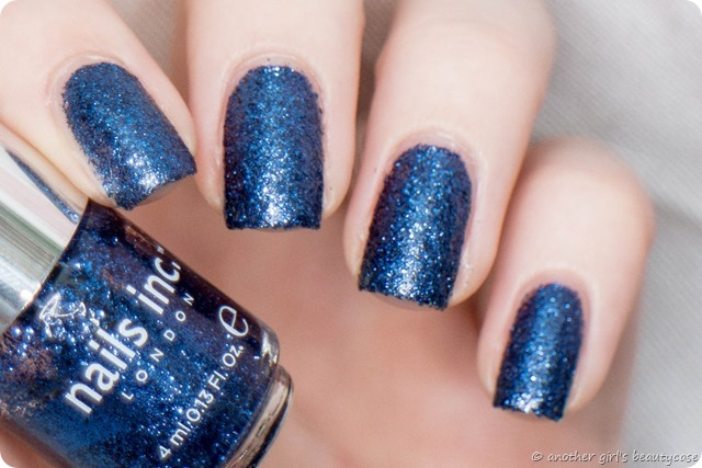 LFB Marineblau Navy blue liquid sand glitter nails inc sloane gardens swatch-6