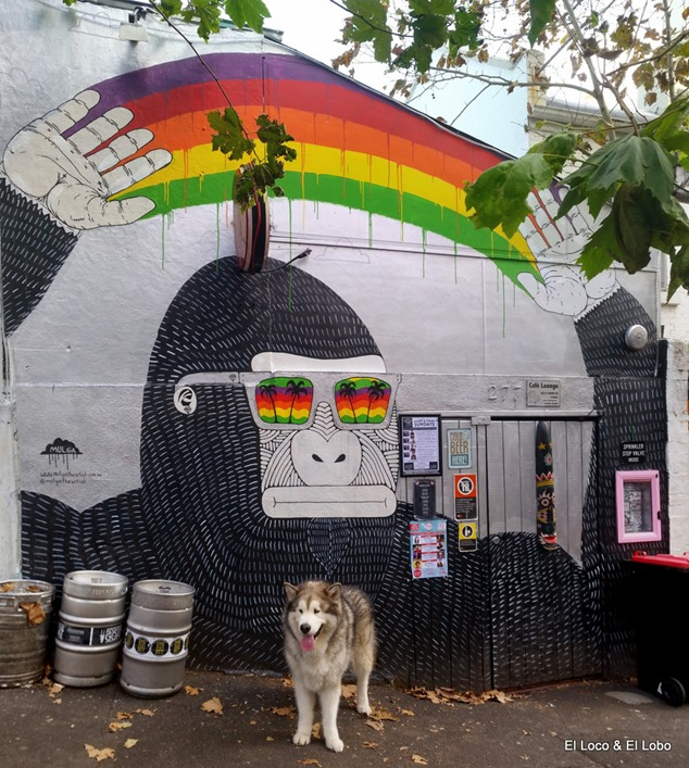 Munson with Mulga gorilla mural