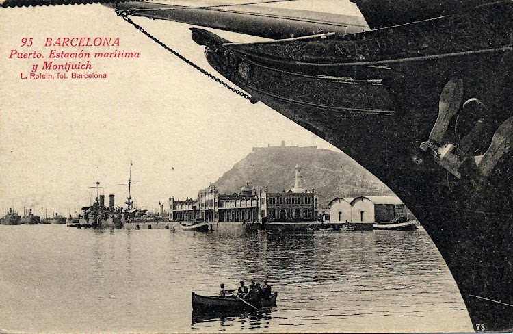 Puerto de Barcelona. La estación maritima vista desde la proa del vapor CATALUÑA. Se aprecia el mascarón. Foto Flickr. Colección Jordipostals.jpg