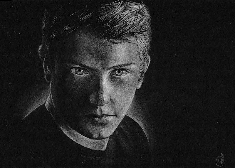 Кими Райкконен - рисунок белым карандашом на черной бумаге - by Melnia