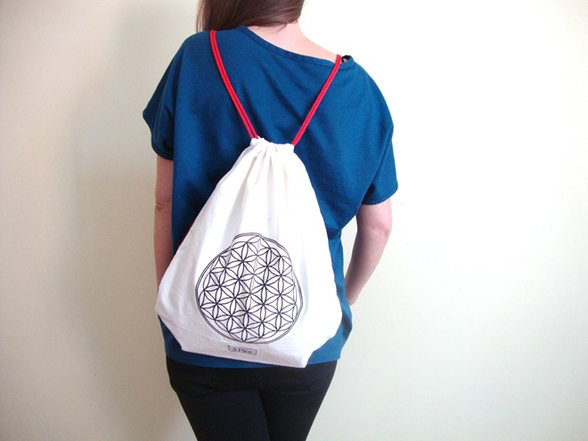 3 Ptice red drawstring backpack flower of life