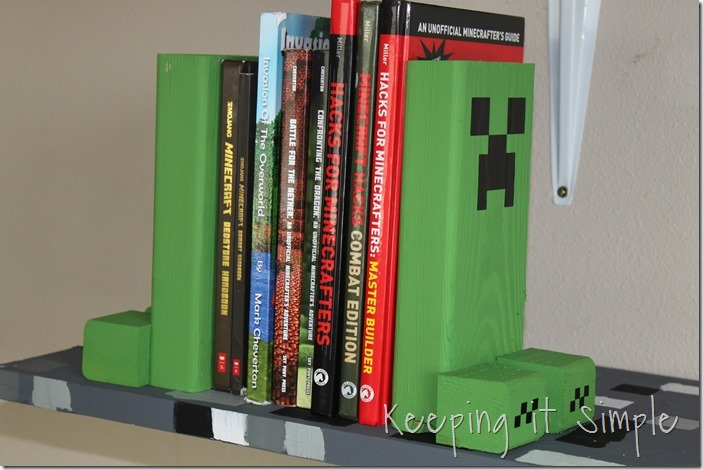 Easy-DIY-Minecraft-Creeper-Book-Ends (13)