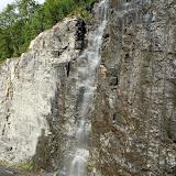 Waterval langs de weg nabij Geiranger.