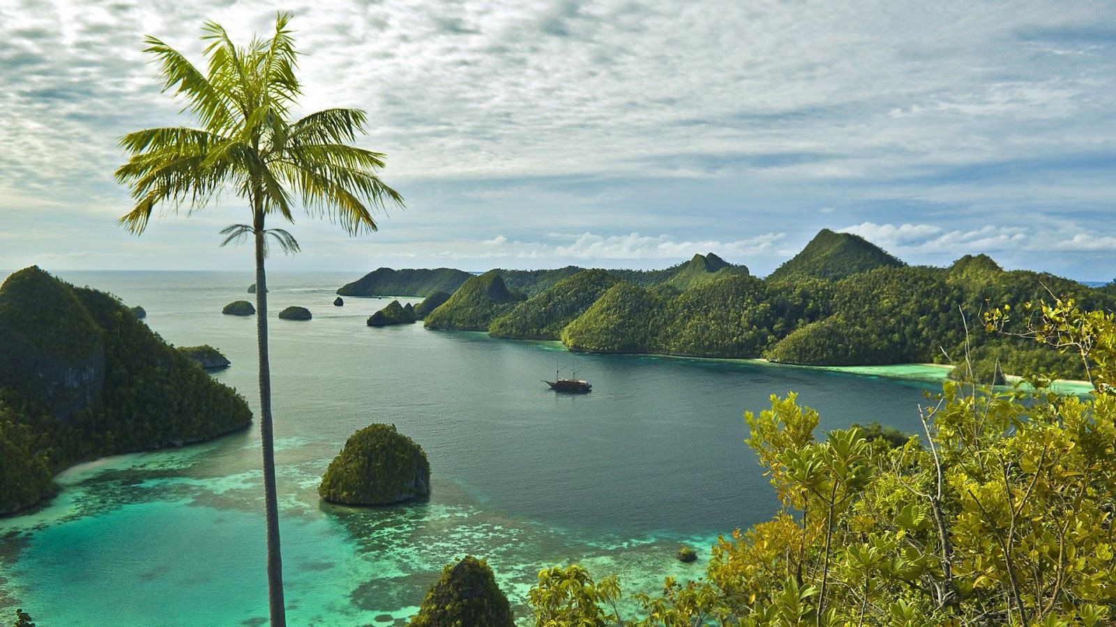 View from the top of Pulau Wayag, Raja Ampat, West Papua, Irian Jaya, Indonesia