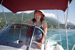 Während der Bootsfahrt Во время прогулки на моторной лодке