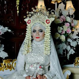 Mempelai Wanita by Agus Mahmuda - Wedding Bride ( love, wedding photography, indonesia, wedding, white, wedding dress, nikah, bride )
