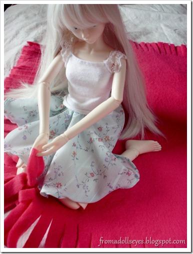 Ball Jointed Doll Tying Fleece Blanket