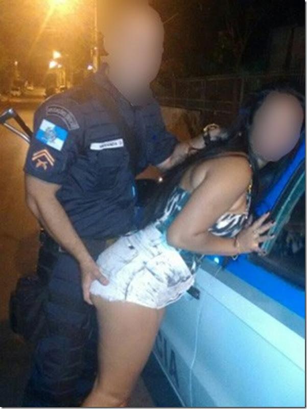 policial_com_mulher_borrada