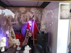 2015.12.06-005 vitrine la préparation du costume