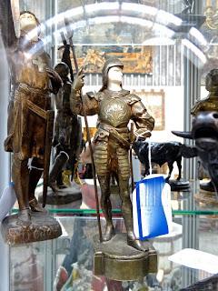 Бронзовая скульптура рыцаря. 19-й век. Высота 30 см.