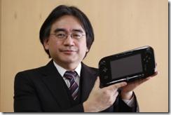 Satoru Iwata esittelee Wii U konsolin ohjainyksikköä