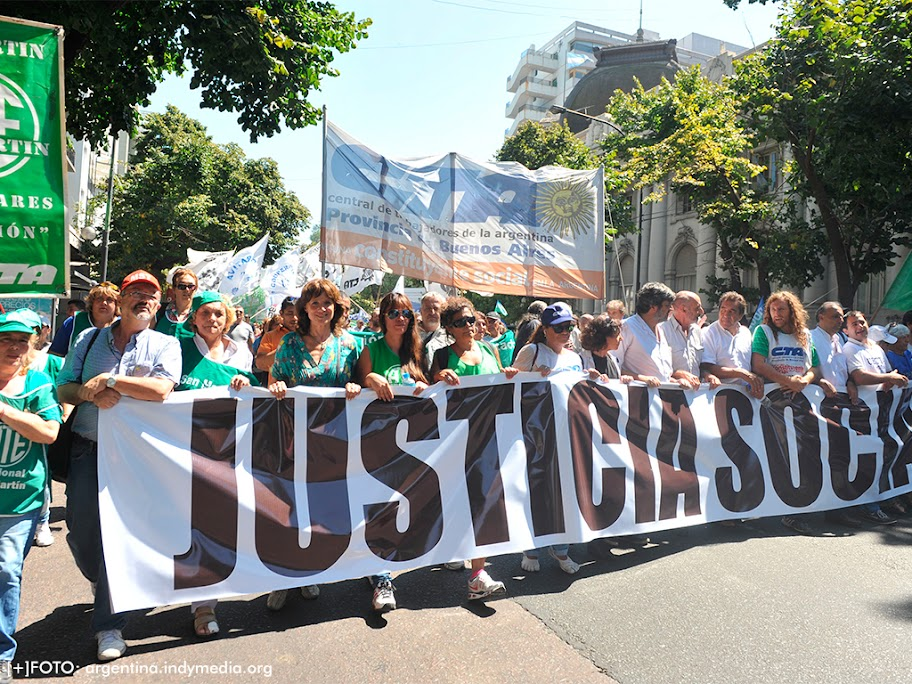 Convocan a manifestaciones contra políticas de gobierno argentino (2)