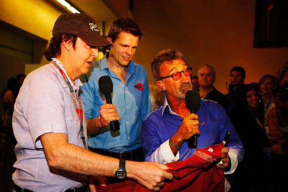 Пол Маккартни с Джейком Хамфри и Эдди Джорданом в трансляции BBC на Гран-при Абу-Даби 2011