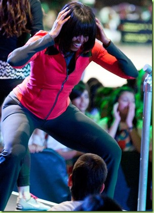 MO-twerking doing-stage-dance
