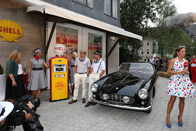 Натали Пинкхэм и пилоты Ferrari Фернандо Алонсо и Фелипе Масса на спонсорском мероприятии Shell перед Гран-при Бельгии 2013