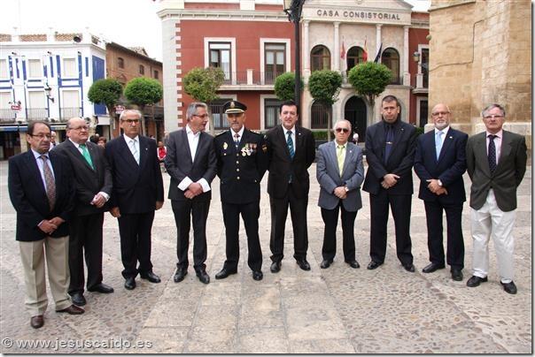 Comisión de la Cofradía con el Alcalde de Valdepeñas y el Inspector Jefe de la Comisaría