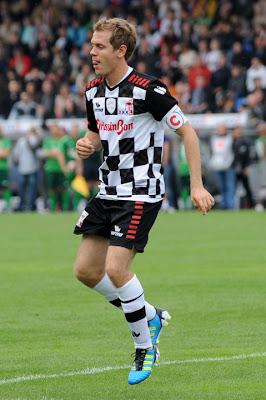 Себастьян Феттель на футбольном матче в дни уикэнда Гран-при Германии 2011
