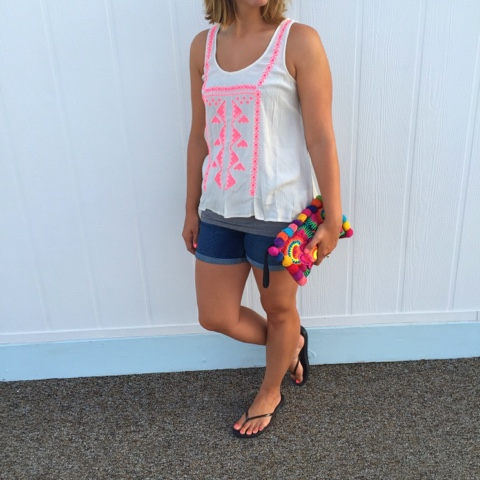 vacation style, boho chic, pom pom clutch, old navy shorts, swing tank