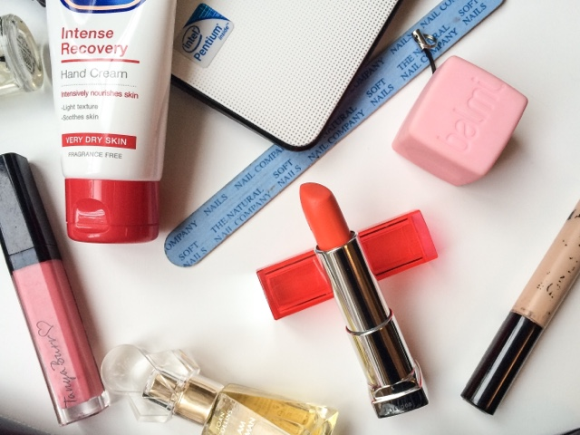 back-to-school-work-desk-essentials-uk-beauty-blog-joan-collins-timeless-beauty-i-am-woman-best-hand-cream-orange-lipstick-tanya-burr-picnic-in-the-park-lipgloss-hair-volumising