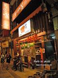 回到台北市區,跟台灣朋友說想吃烤肉,於是他帶我們來到這家「出一張嘴」烤肉店。接近晚上九時,對台灣人來說已是比較晚的時段,沒想到還要等位。